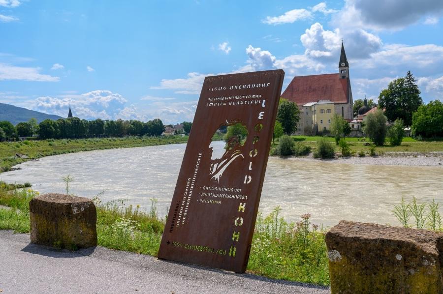 Leopold-Kohr-Denkmalv